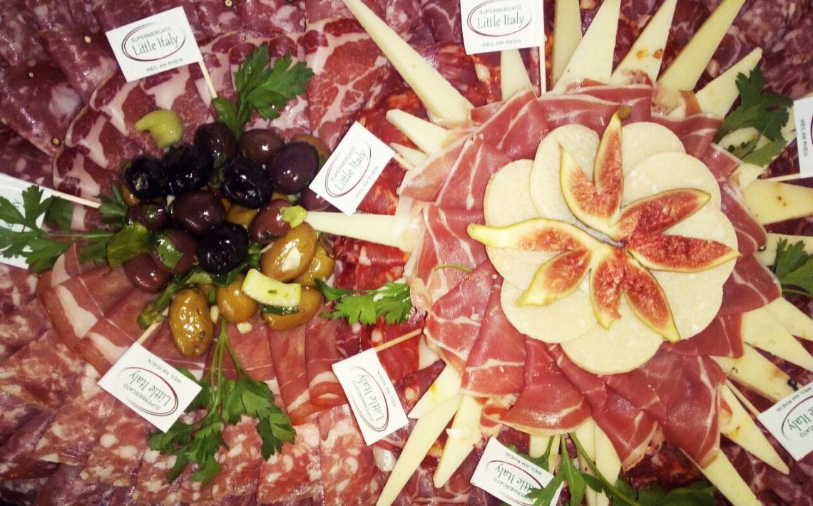 Little Italy Food Antipasti-Platte mit Schinken, Oliven, Feigen, Käse, Büffelmozarella
