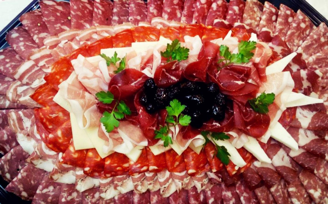 Little Italy Food Antipasti-Platte mit Salami und Schinken