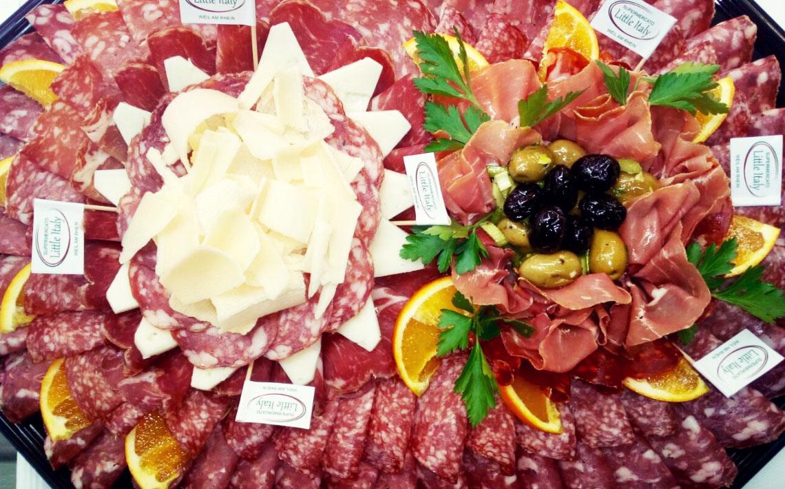 Little Italy Food Antipasti-Platte mit Oliven, Wurst und Käse